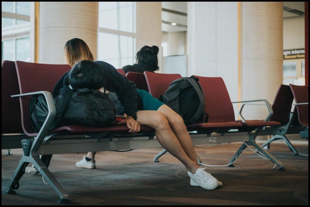 Schlafen am Gate oder im Flieger